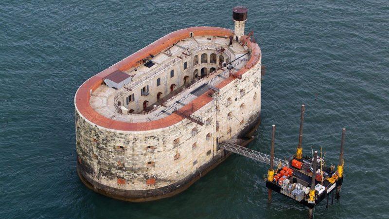 Où prendre le bateau pour visiter le fort Boyard?